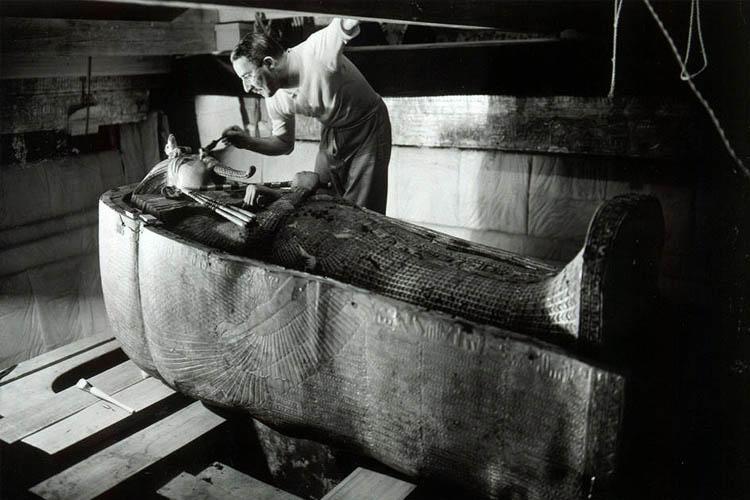 curse-of-tutankhamun-tomb