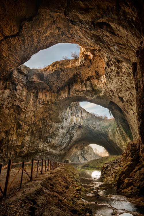 devetashka-cave-with-river