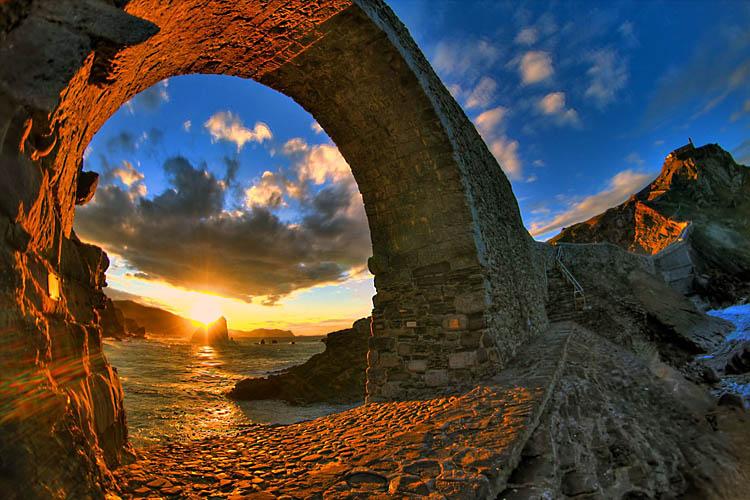 gaztelugatxe-arches