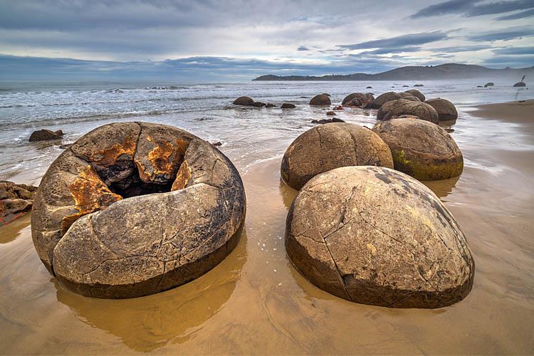 moeraki boulders broken open
