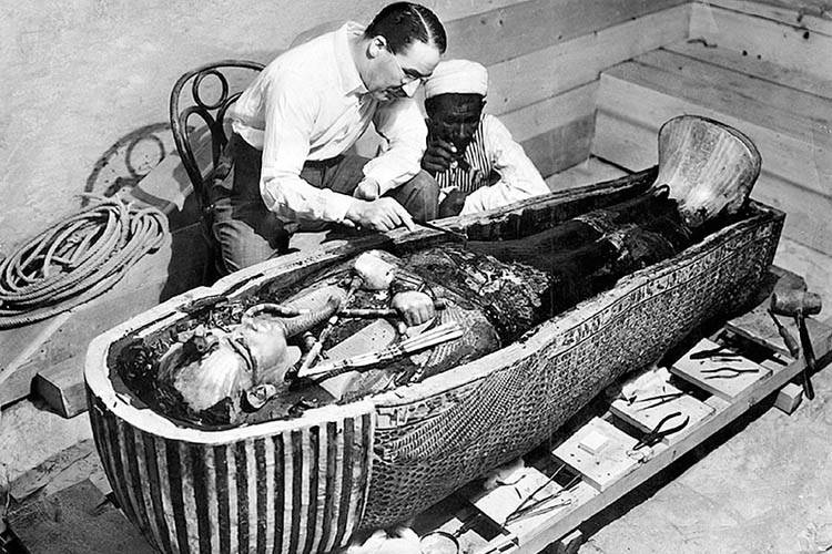 tutankhamun-mummy-sarcophagus