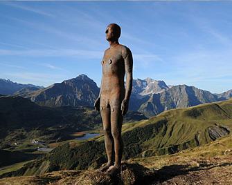 antony-gormley-amazing-statue