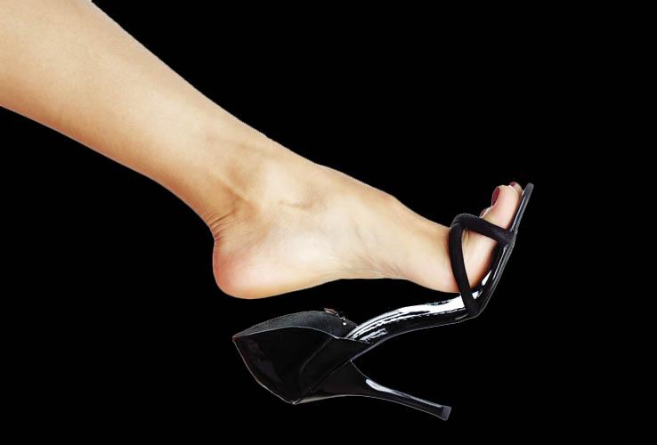 Female Body Language Shoe Dangle