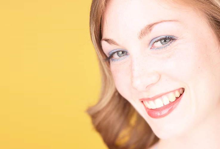 Female Body Language Tilt and Smile