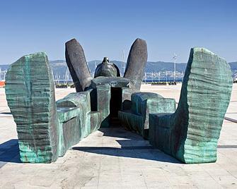 o-atlante-curious-statue