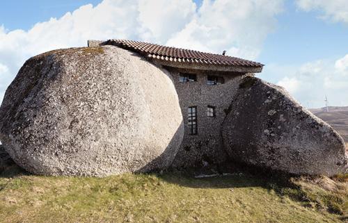 strange-homes-stone-house