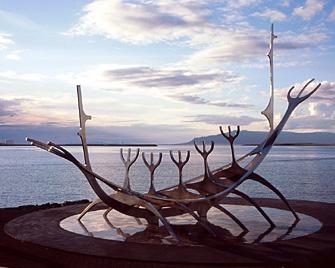 sun-voyager-sculpture