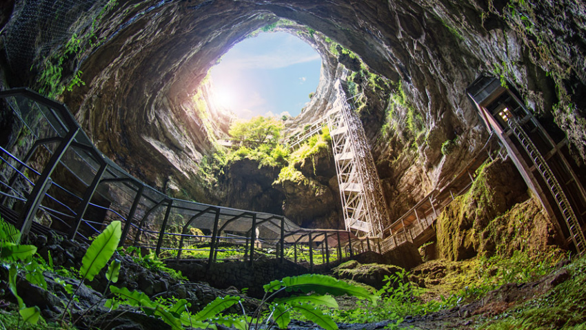 Paradic Chasm & Cave